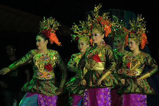 Tari Persaudaraan yang Terinspirasi dari Tradisi Menenun Songket