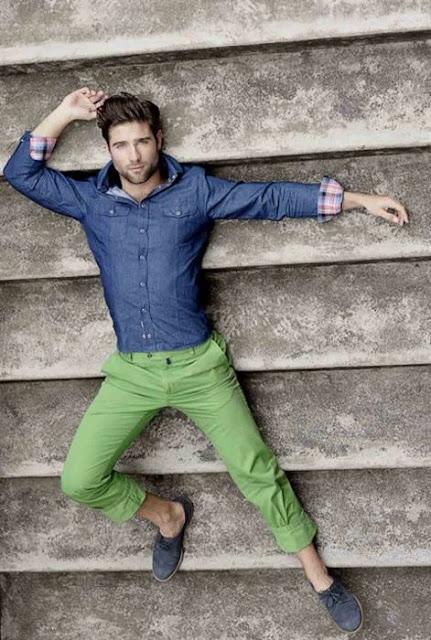calça verde greenery
