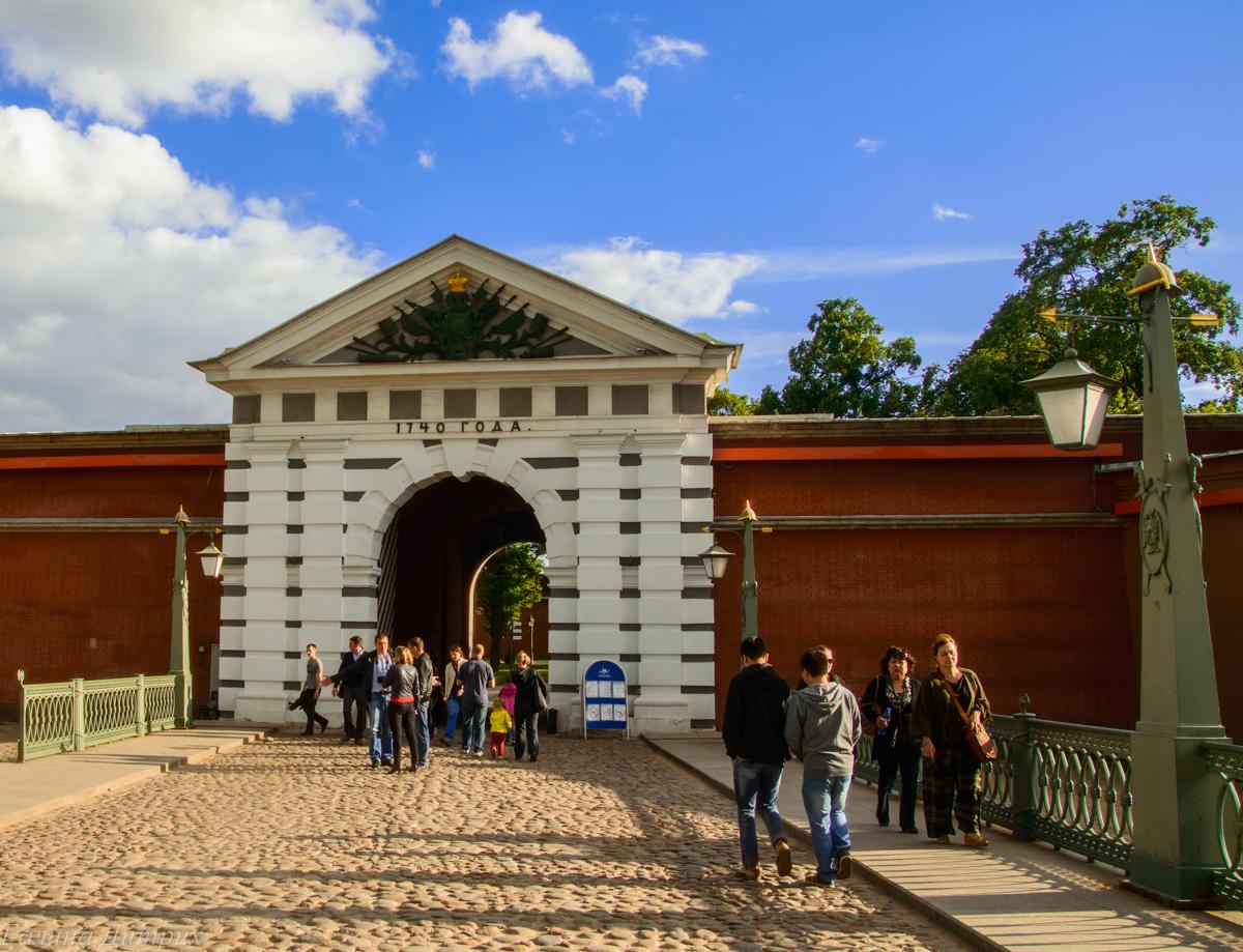 Вход в Петропавловскую крепость фото