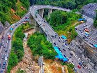 Panorama Jembatan Kelok Sembilan yang Tak Pernah Membosankan Perjalanan