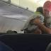Internet se quita el sombrero ante este gesto de un desconocido en un vuelo
