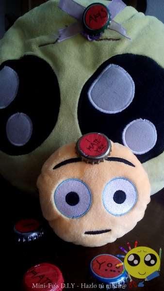 Mini-Fu y MiniJR con sus pins nuevos de AHS