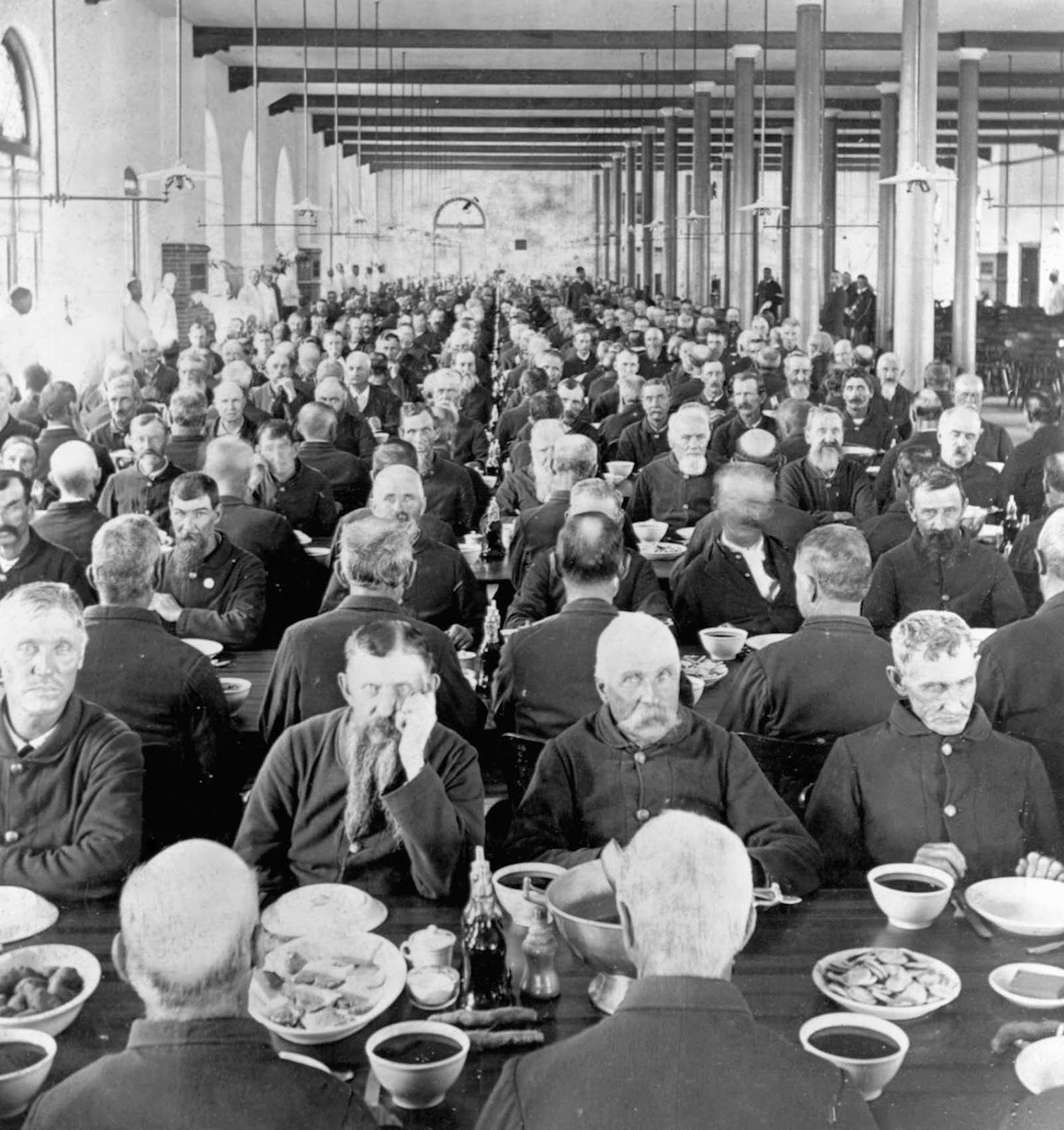 Marion, Indiana — Veterans eat their meals in the dining hall of the National Soldiers' Home, a facility for the care of disabled American veterans, many from the Civil War. 1898.