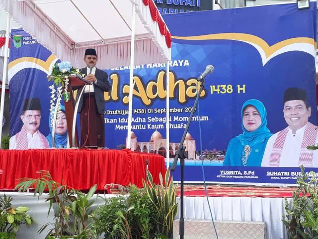 Shalat Idul Adha 1438 Hijriah di Padang Pariaman, Ribuan Masyarakat Padati Halaman Kantor Bupati