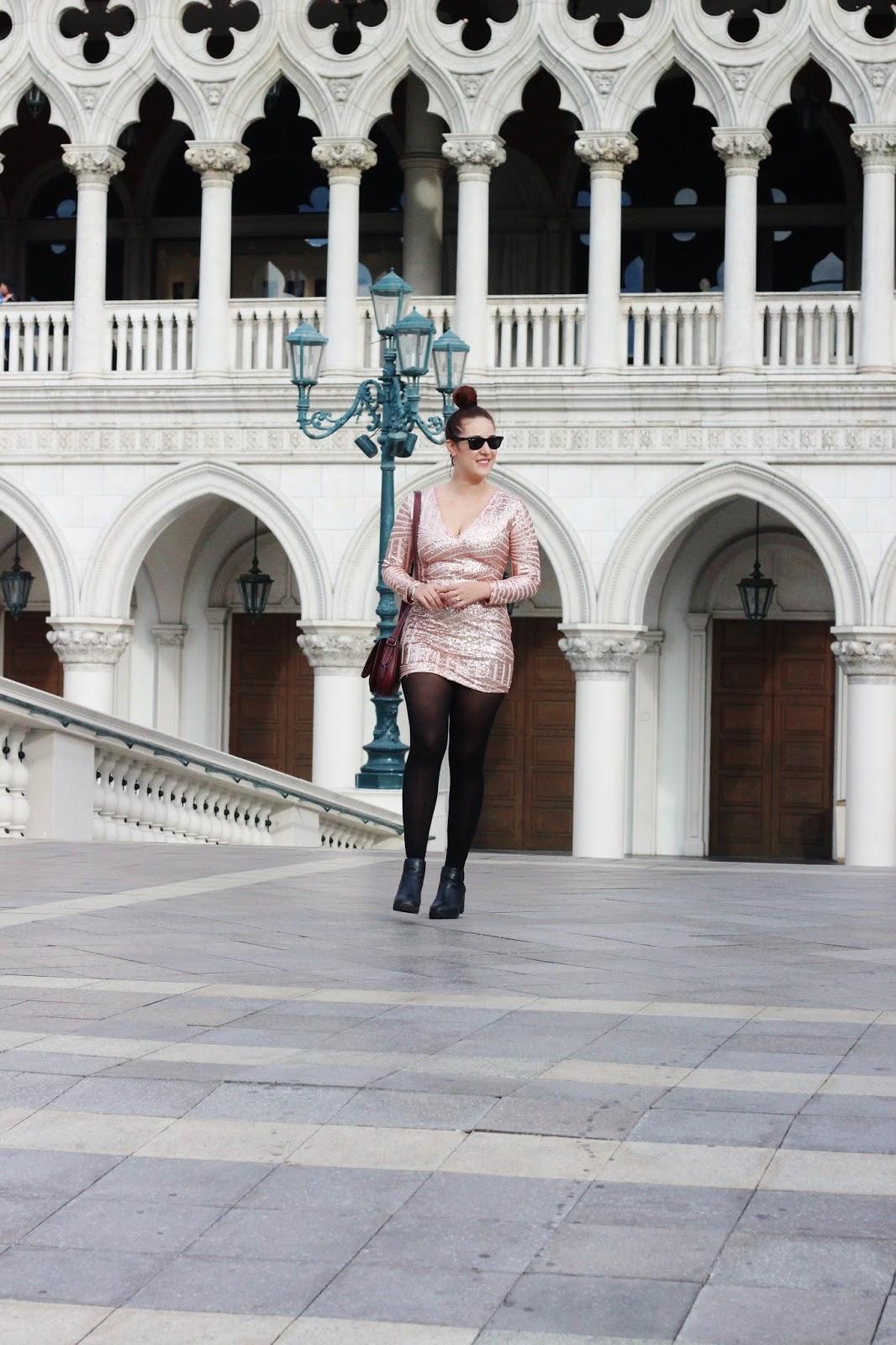 vestido rosado de lentejuelas