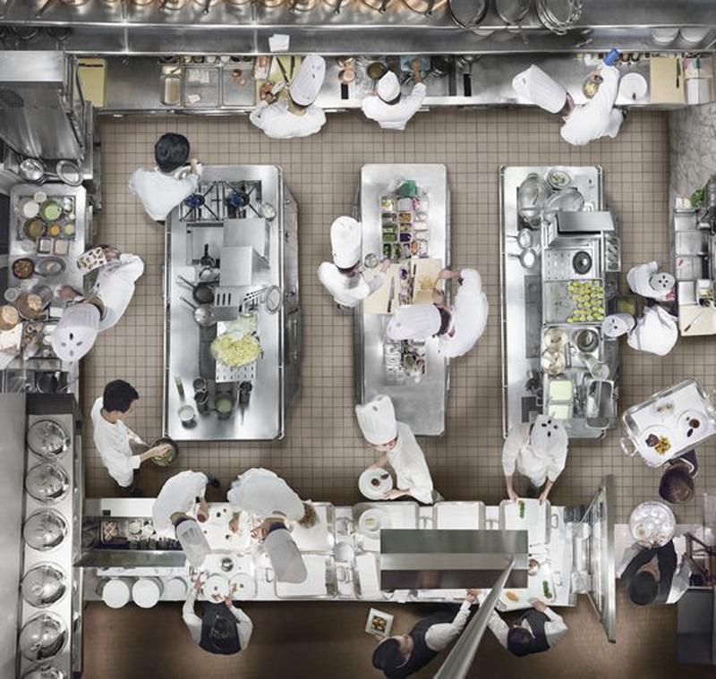 layout de cocina industrial de un restaurante