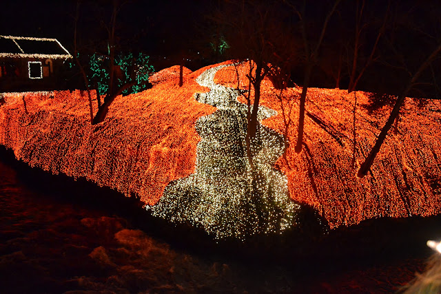 Три з половиною мільйони різдвяних вогників - Млин у Кліфтоні, Огайо(Clifton Mill, Clifton, Ohio)