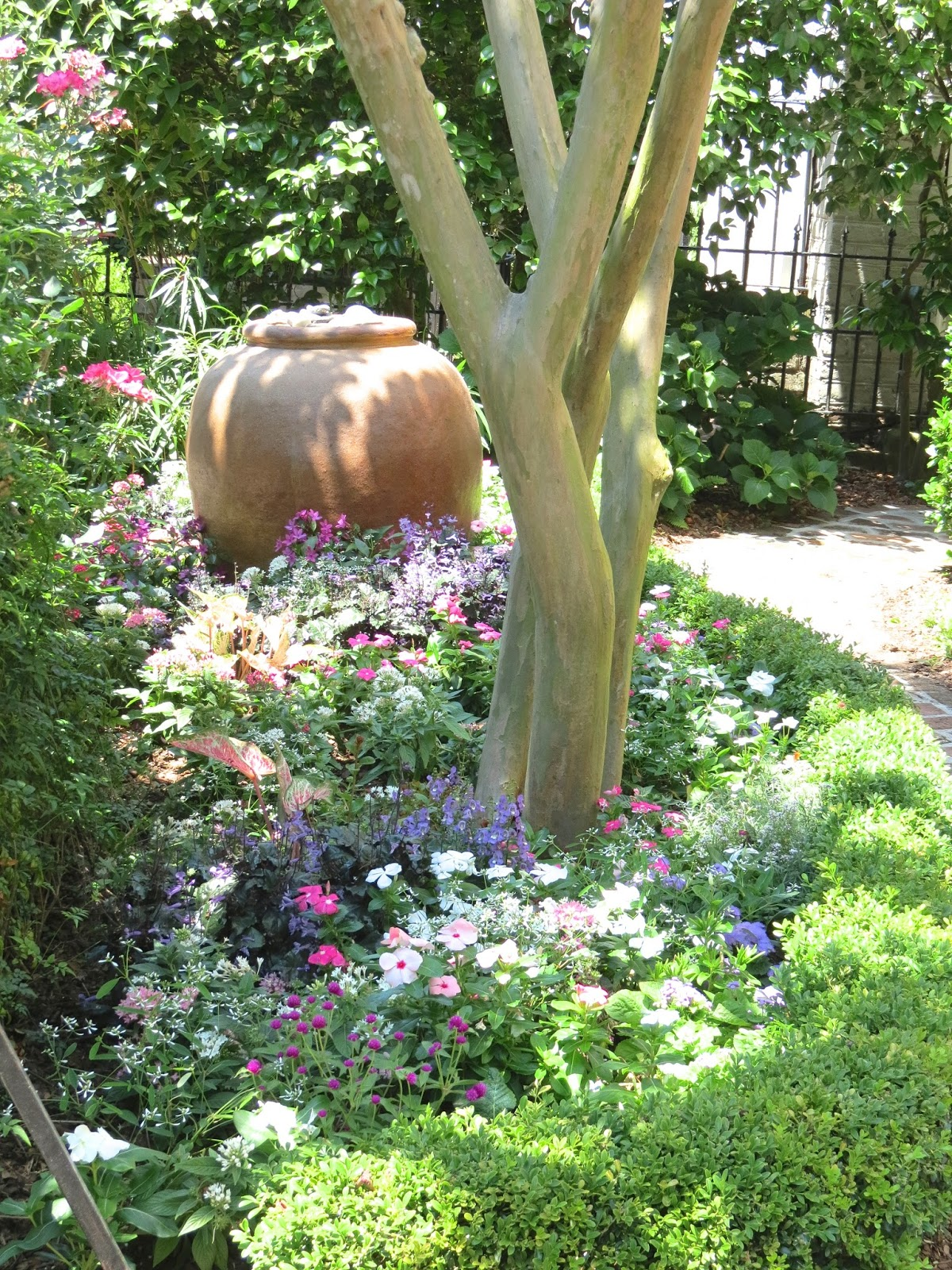 JLL DESIGN: Window Box Ideas & More Garden Inspirations on Patio And Grass Garden Ideas id=95323