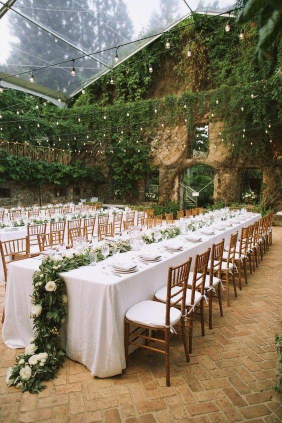 Sala weselna, Lokal weselny, sala na wesele, problemy z lokalem weselnym, dekoracja sali weselnej, oświetlenie na wesele, mankamenty lokalu weselnego, porady ślubne, organizacja ślubu i wesela,