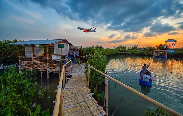 merupakan sebuah kawasan ekowisata mangrove yang ketika ini sedang hits di Semarang Maron Mangrove Edupark, Tempat Wisata Hits di Semarang
