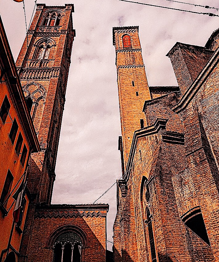 twin towers bologna, bologna, emilia romagna, italy food capital, la rossa la grass, la dota, red city italy,  indian blog, indian blogger, top indian blog, indian luxury blog, uk blog, british blog, london blog, delhi blogger, delhi travel blogger, indian travel blog, italy, why u must visit italy, places to go in italy, italy food culture, italy travel guide, reasons to go to italy, must visit places on earth, must visit countries, summer trip, where to go in summer, italian people, europe trip, venice, indian and italian, real italy