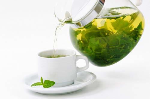 Bột trà xanh giúp xoá vết sẹo và trị sưng mắt