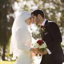 Beginilah Cara yang Benar dari Seorang Suami yang Mencintai Istrinya