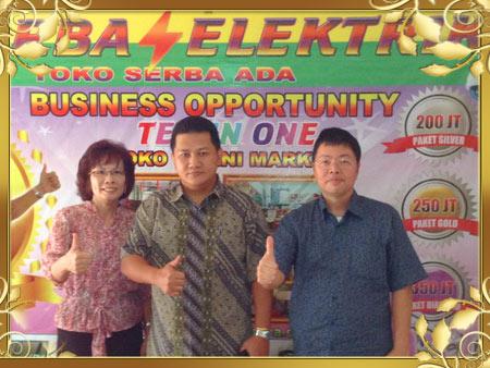 Tan Eliezar bersama Bpk.Ivotik Wijaya & Ibu Deborah Mitra Toserba Elektrik Karawaci Tangerang