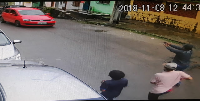 Três homens armados roubam carro em assalto no Santo Antônio, em Itabuna