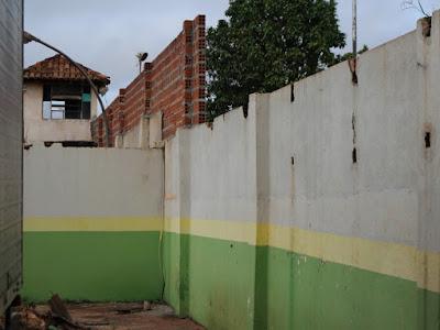 Celular é achado dentro de chuveiro em cela de presídio de Guajará-Mirim