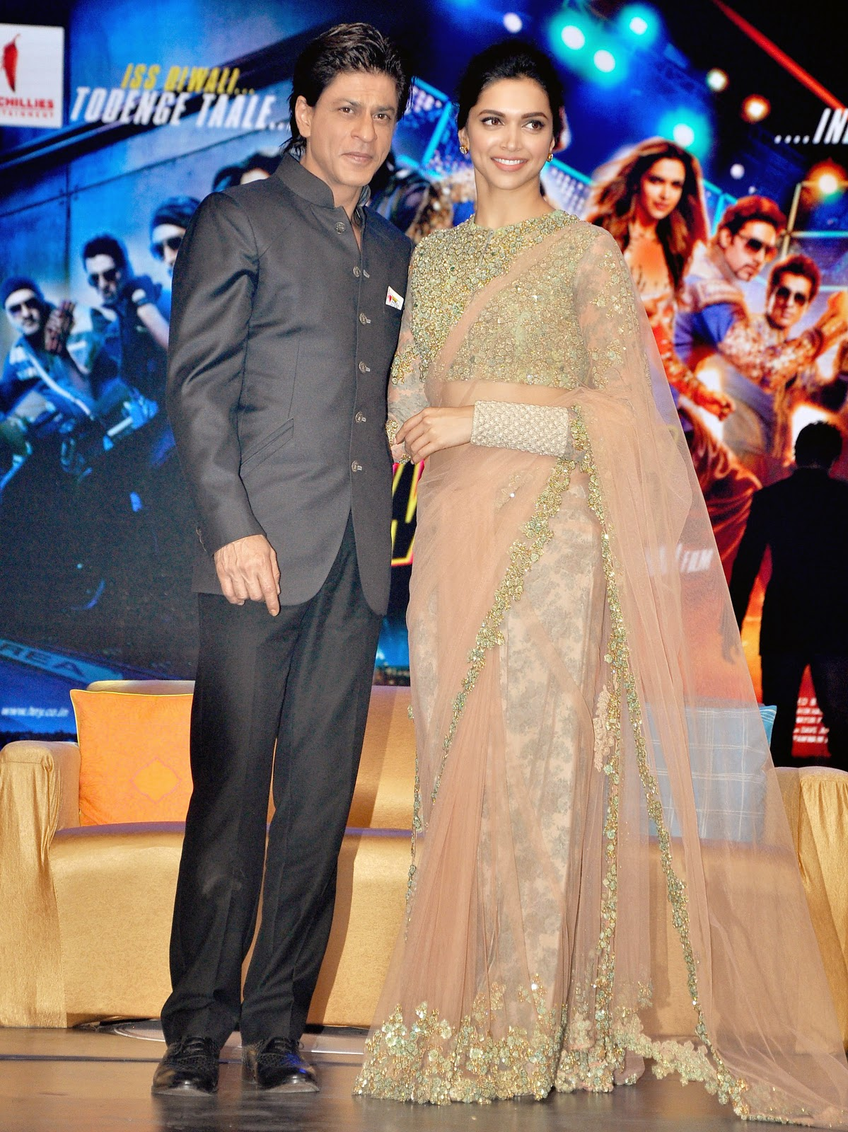 Happy New Year: SRK and Deepika