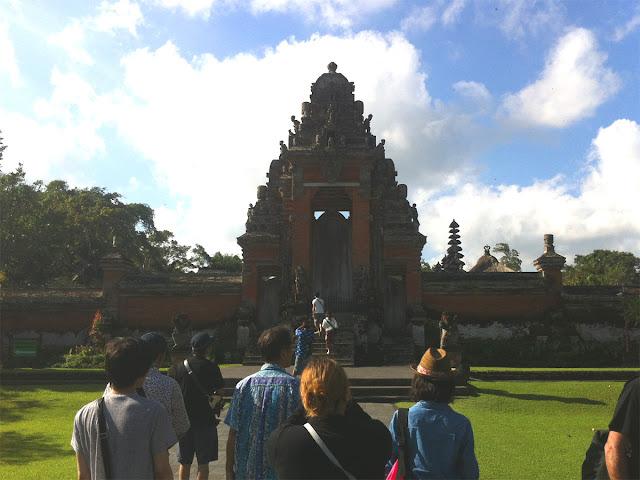 寺院の正面入り口