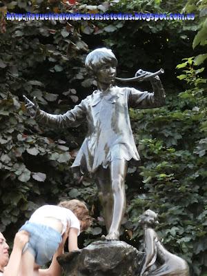 Estatua de Peter Pan en los Jardines de Kensington.