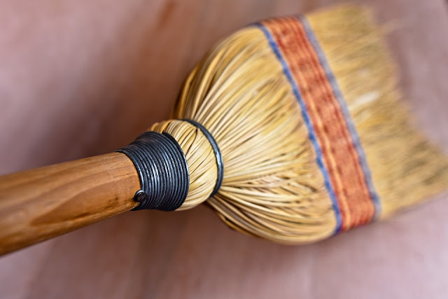 menyapu, Pekerjaan Rumah Tangga Yang Disukai