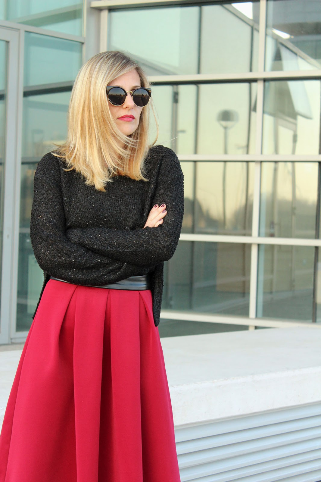 Eniwhere Fashion - red skirt and faux fur - Bakeka
