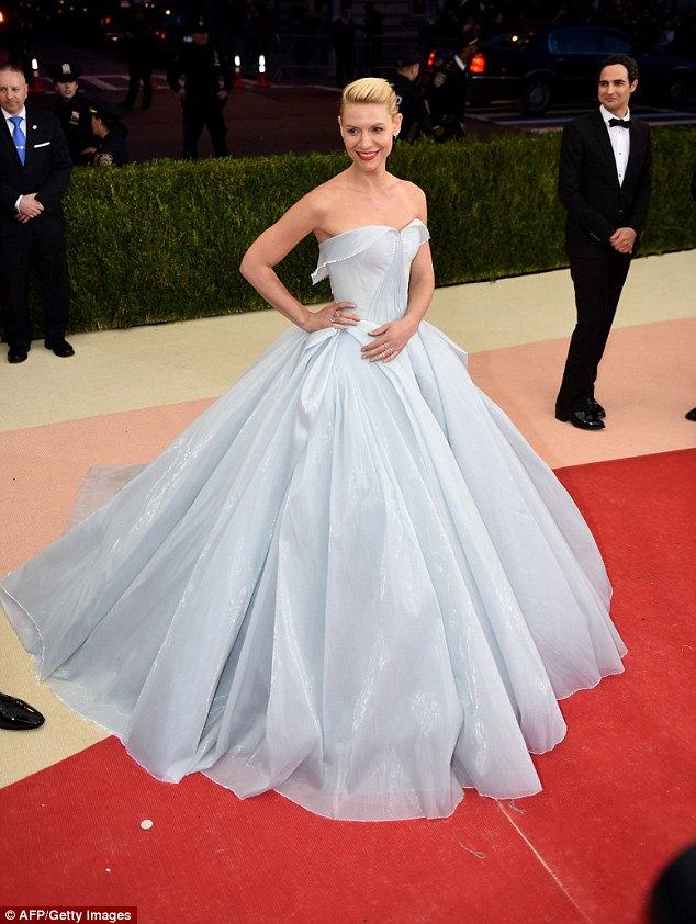 Claire Danes Wears Light Up Gown To The Met Gala 2016