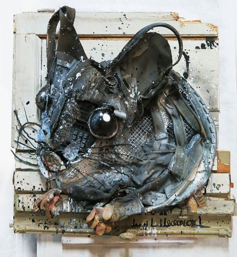 Street Artist Transforms Ordinary Junk Into Animals To Remind About Pollution - Mouse