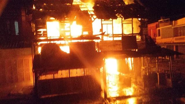 Ini Video Kios Marga Purba dan Sumbayak yang Terbakar di Parluasan