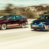 2016 Toyota Mirai vs 2017 Honda Clarity   2017 Electric Cars