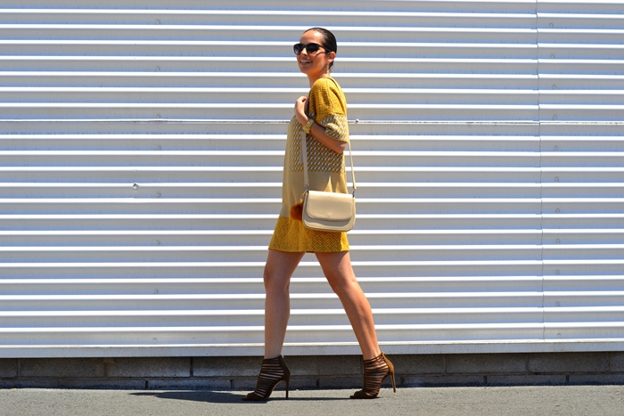 zara-jacquard-yellow-mini-dress-outfit-street-style