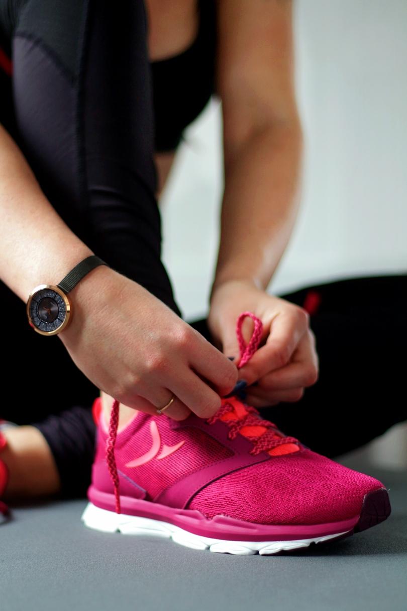 decathlon, domyos, stepper, kettlebell, skręty rosyjskie, trening na nogi, trening na pośladki, ćwiczenia na pośladki, pompki, sport,