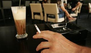 Θεσσαλονίκη: Έπεσαν τα πρώτα πρόστιμα σε καταστήματα για το κάπνισμα