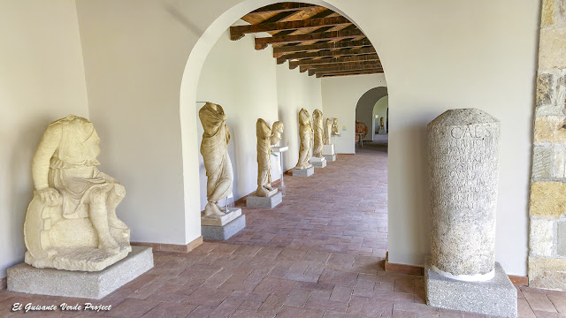 Pórtico del Museo de Apolonia de Iliria - Albania por El Guisante Verde Project