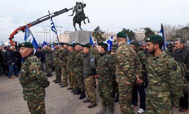 Έφεδροι τραγούδησαν «Μακεδονία Ξακουστή» και  έψαλαν τον Εθνικό Ύμνο στο Άγαλμα του Μ. Αλεξάνδρου – βίντεο