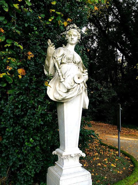 reggia-caserta-statue