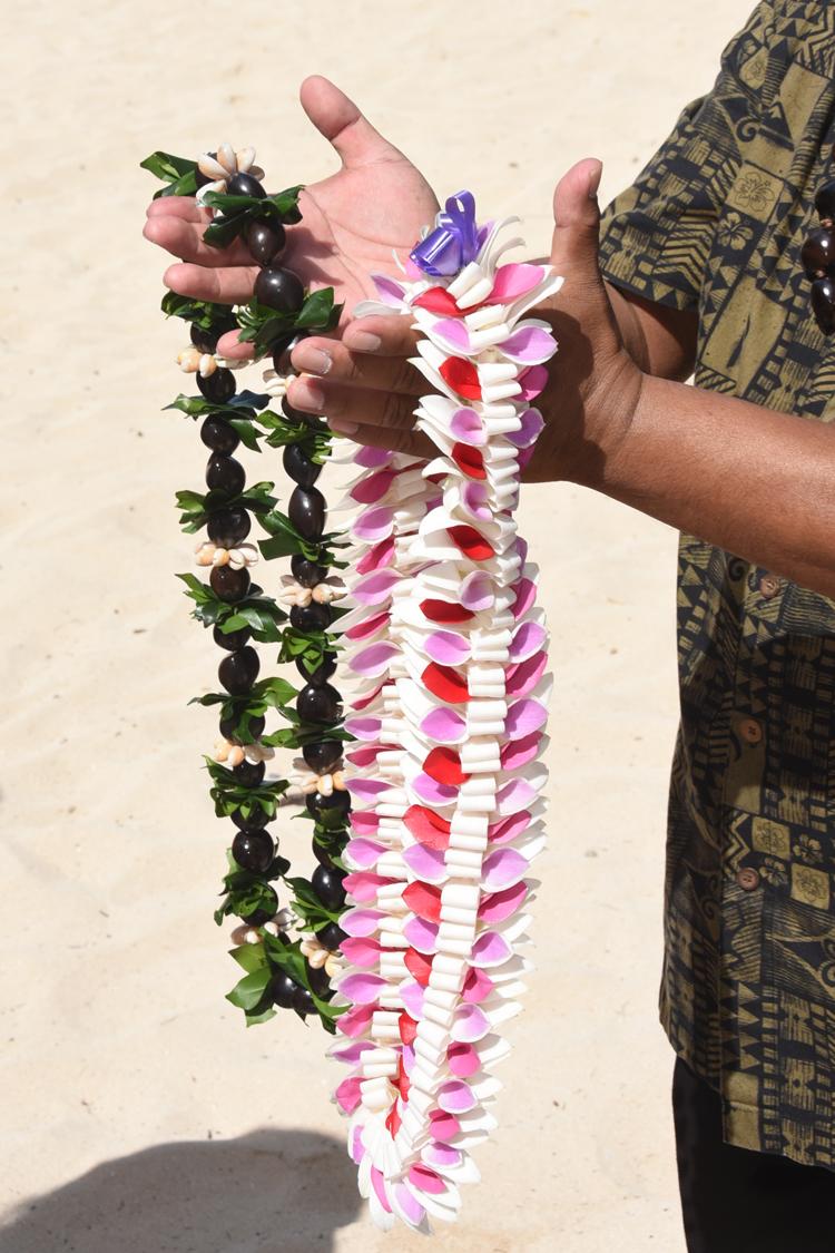 Hawaii wedding flowers bouquets leis flower leis hawaii wedding flowers izmirmasajfo Image collections