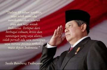 "Kata-kata motivasi dari 7 Presiden Indonesia Kata-kata bijak dari 7 Presiden Indonesia    Kegagalan yang berulang kali kadang membuat kita menjadi seorang yang pesimis.Nah,Jika kita sudah menjadi pesimis pastinya hari-hari kita akan sangat terasa membosankan.    Jika kita sudah merasa hari-hari kita sangat membosankan dan merasa hidup tanpa bergairah.Kita pastinya sangat butuh kata atau Ungkapan Bijak dalam hidup supaya lebih baik untuk tujuan yang jelas kedepannya.    Alangkah baiknya kita tanamkan kata-kata Bijak dari seorang tokoh atau pemimpin panutan kita.seperti yang kami rangkum kali ini adalah       Kata-Kata Bijak Dari 7 Presiden Republik Indonesia     1.Ir.Soekarno (Bung Karno) 🇮🇩        ""Belajar tanpa berpikir itu tidaklah berguna,tetapi berpikir tanpa belajar itu sangatlah berbahaya""    ""Gantungkan cita-cita mu setinggi langit! Bermimpilah setinggi langit. Jika engkau jatuh, engkau akan jatuh di antara bintang-bintang""    ""Jika kita memiliki keinginan yang kuat dari dalam hati, maka seluruh alam semesta akan bahu membahu mewujudkannya""    ""Janganlah melihat ke masa depan dengan mata buta.Masa yang lampau sangat berguna sebagai kaca benggala daripada masa yang akan datang""    ""Tuhan tidak merubah nasib seseorang sebelum orang itu mencoba merubah nasibnya""      2.Soeharto (Pak Harto) 🇮🇩        ""Seseorang harus menjaga kebaikannya,Karena itu adalah investasi yang baik untuk kehidupan dikemudian hari""    ""kita perlu berani mengatakan yang benar itu benar dan yang salah itu salah""    ""Kalau kamu ingin menjadi pribadi yang maju,kamu harus pandai mengenal apa yang terjadi,pandai melihat, pandai mendengar, dan pandai menganalisis""    ""Jangan mudah terkejut, tidak kagum, dan jangan sombong selalu bersikap biasa""    ""Hati yang sabar, pemikiran yang religius, tindakan yang baik adalah modal dikemudian hari""      3.Abdurrahman Wahid (Gusdur) 🇲🇨        ""Sabar itu gak ada batasnya, kalau ada batasnya berarti gak sabar""    ""Kalau ingin melakukan perubahan jangan tunduk"