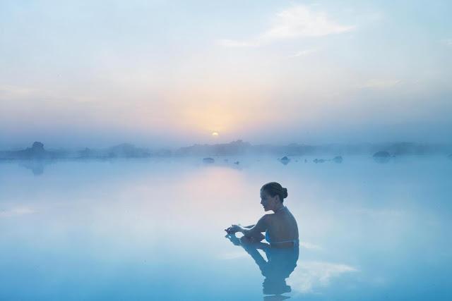 アイスランドのブルーラグーンで泳ぎたい