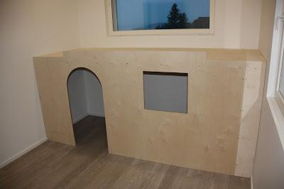 Lastenhuoneen sisustus voi olla myös maja.