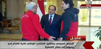 تفاصيل حديث السيسي و كوبر في مطار القاهرة