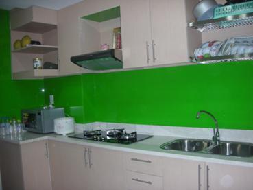 Kính màu ốp bếp, kính màu ốp tường bếp, kính màu ốp tủ bếp