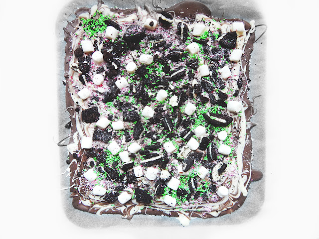 Hot Chocolate Christmas Bark || Blogmas