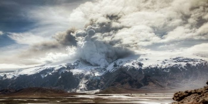 Incredible Time-Lapse of The Iceland Volcano Nobody Can Pronounce
