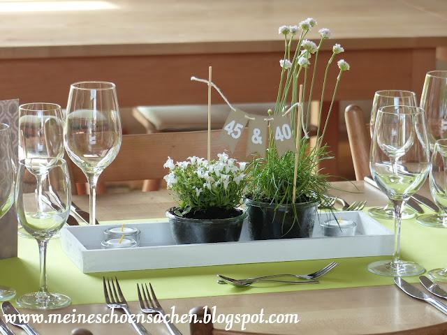 meine sch nsachen tischdeko zum runden geburtstag mit einer mini wimpelkette. Black Bedroom Furniture Sets. Home Design Ideas