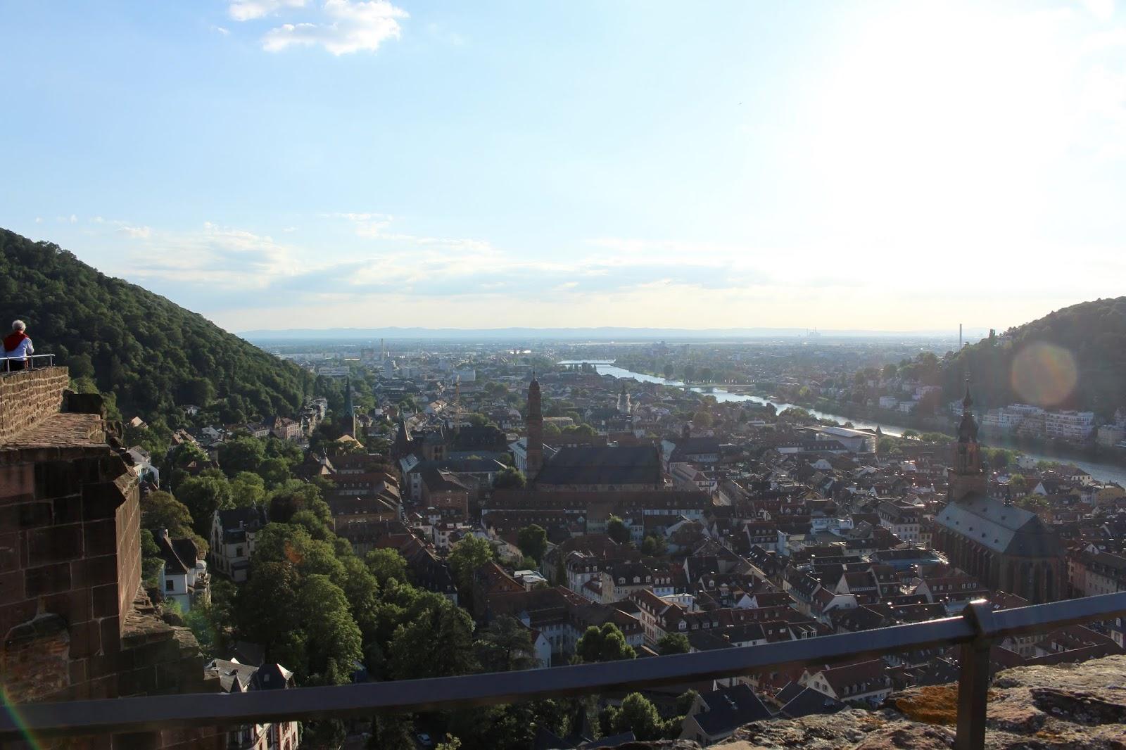 Der Diener zweier Herren von Goldoni bei den Heidelberger Schlossfestspielen: Blick auf Heidelberg; Foto: Yushka Brand