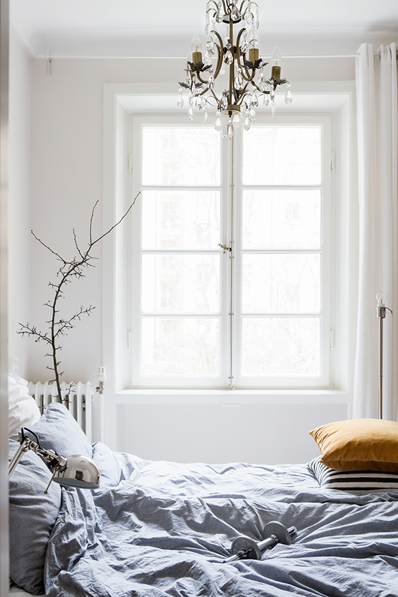 Cushy scandinavian bedroom via Fantastic Frank