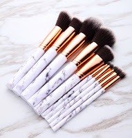 http://fr.shein.com/Marble-Pattern-Handle-Brush-Set-p-349724-cat-1865.html
