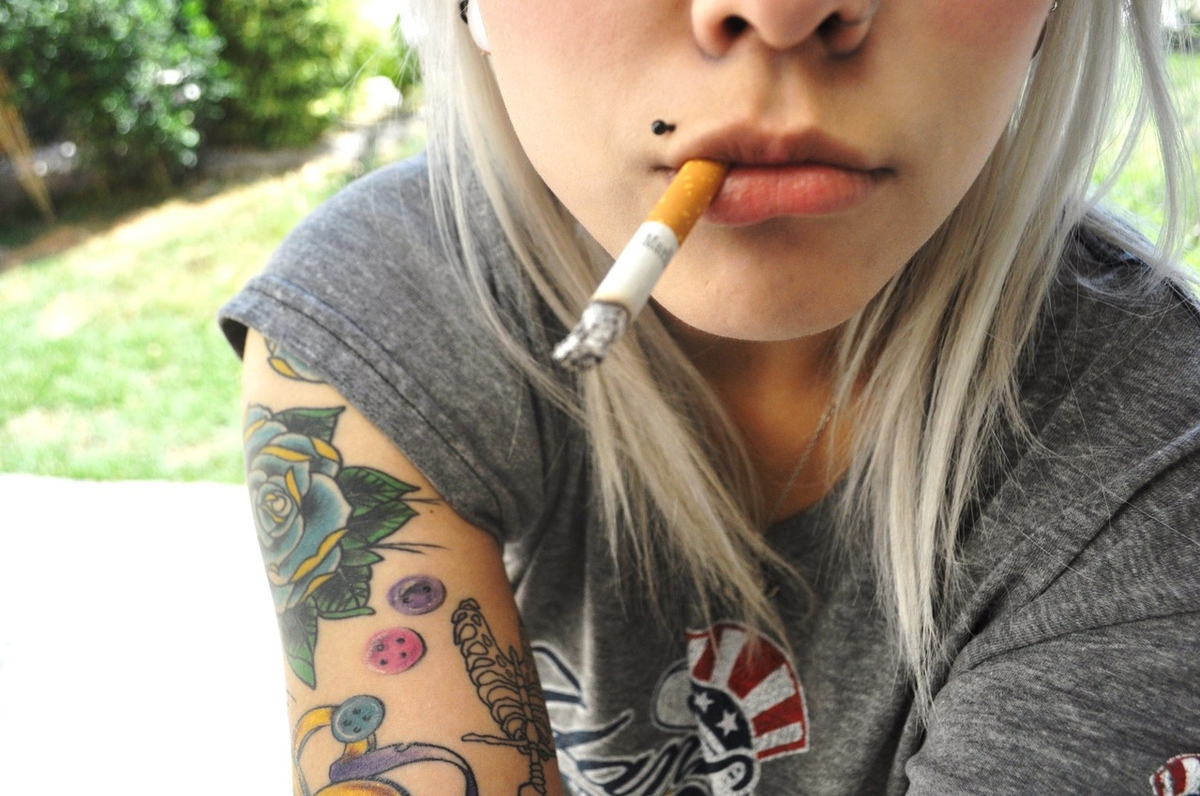 Dating a girl that has tattoos and smokes