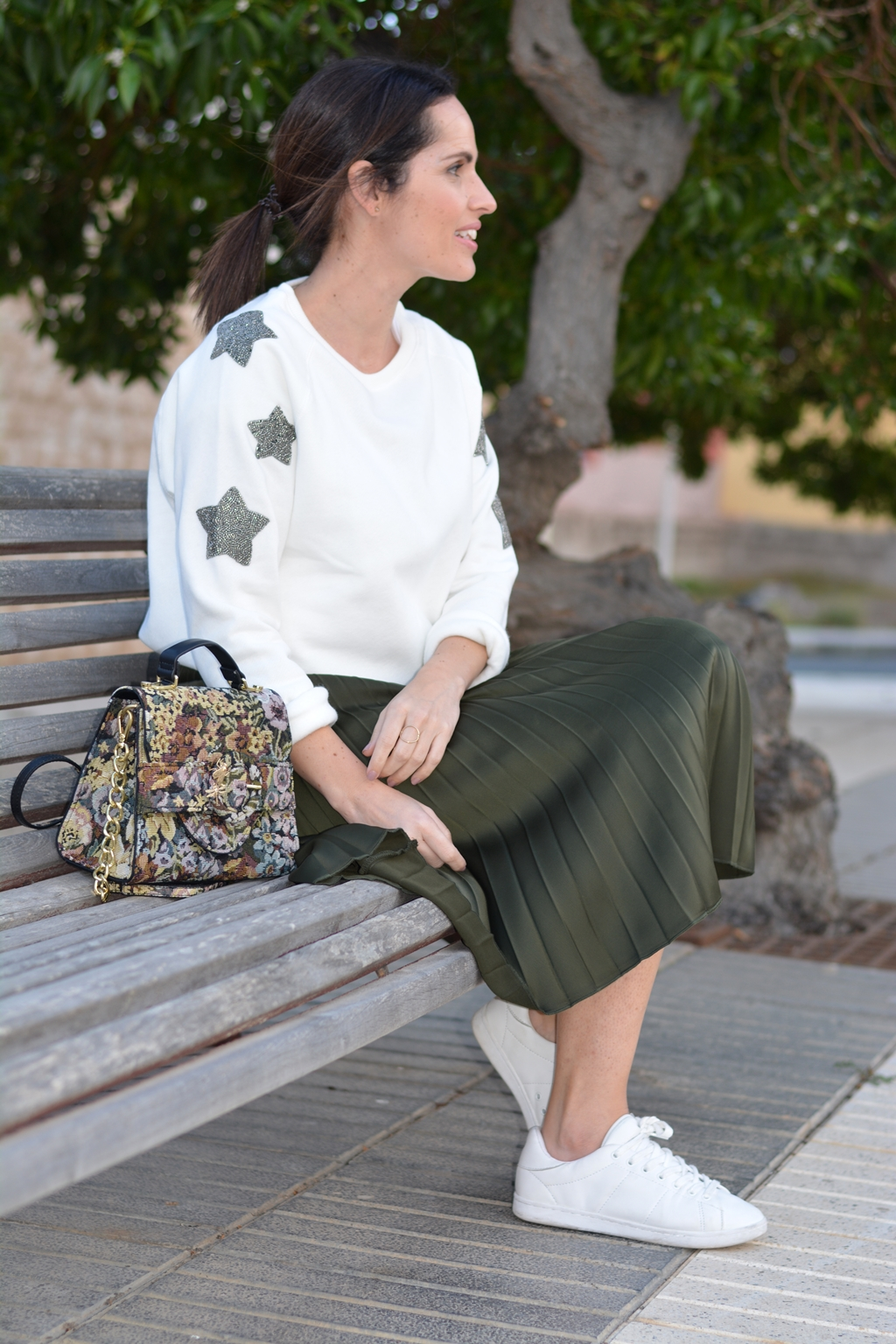 outfit-street-style-midi-skirt-comfy-style