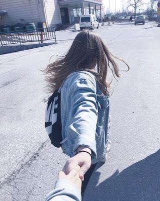 foto en pareja de la mano tumblr